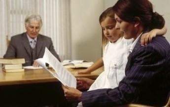 Наследование квартиры без завещания между близкими родственниками: как вступить в наследство по праву после смерти супруга, отца или жены? || Как поделить квартиру наследникам жена и дочь
